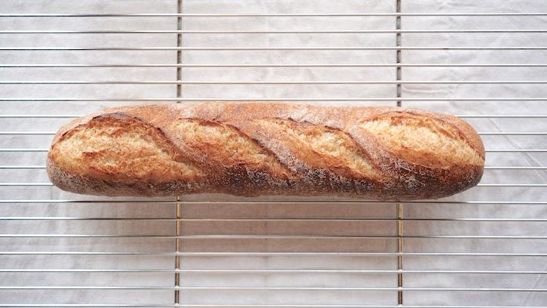 上質な小麦と水で作る、本場さながらのフランスパン